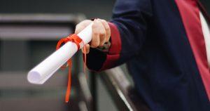 卒業した学生の写真