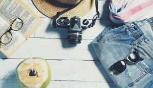 夏に旅行する写真